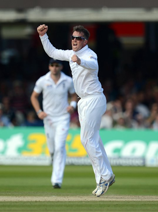 Graeme Swann took the vital wicket of Cheteshwar Pujara as England dismissed India