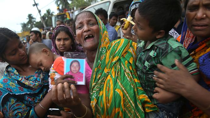 A woman grieves for her daughter-in-law who was trapped in the collapsed garment factory building on Tuesday 30, April, 2013 in Savar, near Dhaka, Bangladesh. Emergency workers hauling large concrete slabs from a collapsed 8-story building said Tuesday they expect to find many dead bodies when they reach the ground floor, indicating the death toll will be far more than the official 386. One estimate said it could be as high as 1,400. The illegally constructed Rana Plaza collapsed on the morning of April 24, bringing down the five garment factories inside. (AP Photo/Wong Maye-E)