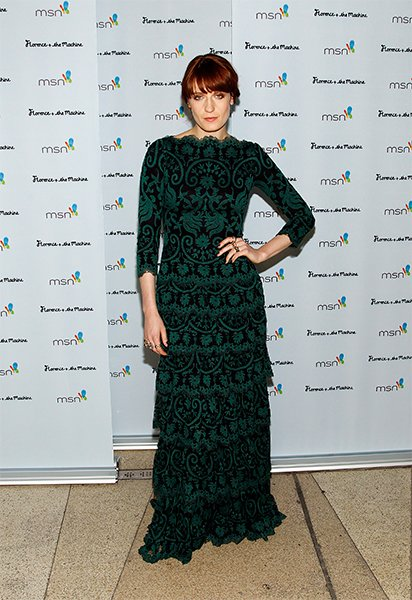 We love--LOVE--a redhead in green. This black and green patterned gown is absolutely stunning, and she wisely chose not to over-do it on the accessories. Just a few rings and blunt bangs and Florence