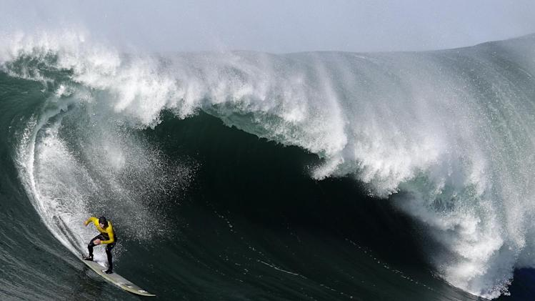 Greg Long competes during the third heat of the Mavericks Surf Competition in Half Moon Bay, Calif., Sunday, Jan. 20, 2013. (AP Photo/Marcio Jose Sanchez)