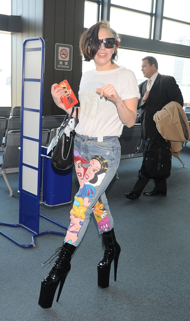 lady-gaga-jeans-disney