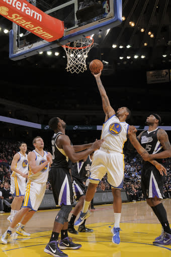 Lee, Thompson lift Warriors past Kings, 111-108