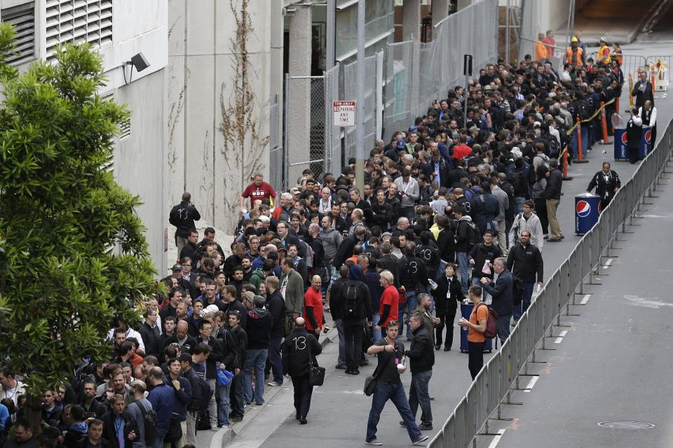 Crowds line up around the Moscone West Center for the opening of the Apple Worldwide Developers Conference, Monday, June 10, 2013, in San Francisco. (AP Photo/Eric Risberg)
