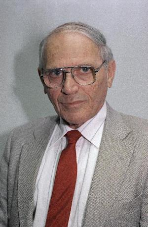 This Oct. 28, 1992 photo shows Associated Press newsman and columnist Harry Rosenthal in Washington. Rosenthal a veteran Associated Press writer who covered America's golden age of space exploration, presidents back to Harry Truman and whatever caught his impish eye in the stuffy halls of power, died Thursday, He was 86. (AP Photo)