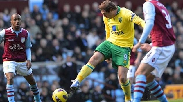 Norwich City's English striker Grant Holt (2nd L) shoots during the English Premier League football match between Aston Villa and Norwich City at Villa Park