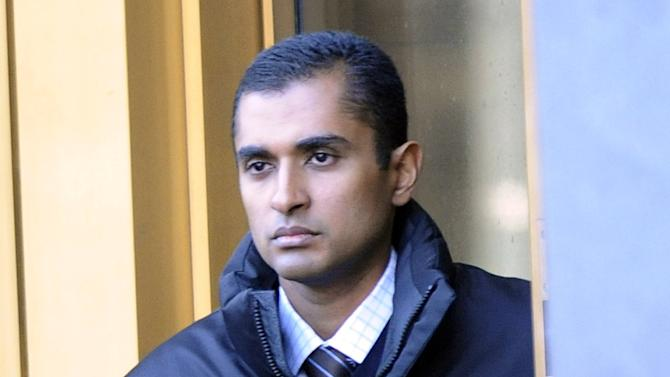 Mathew Martoma, former SAC Capital Advisors hedge fund portfolio manager exits Manhattan federal court, Monday, Nov. 26, 2012, in New York.  Martoma, accused of enabling a quarter of a billion dollars in profits through inside information appeared in a New York court Monday for the first time and was released on $5 million bail after his 12-minute appearance before a federal magistrate judge. (AP Photo/ Louis Lanzano)