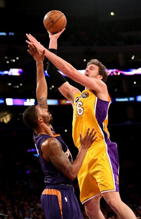 Phoenix Suns v Los Angeles Lakers