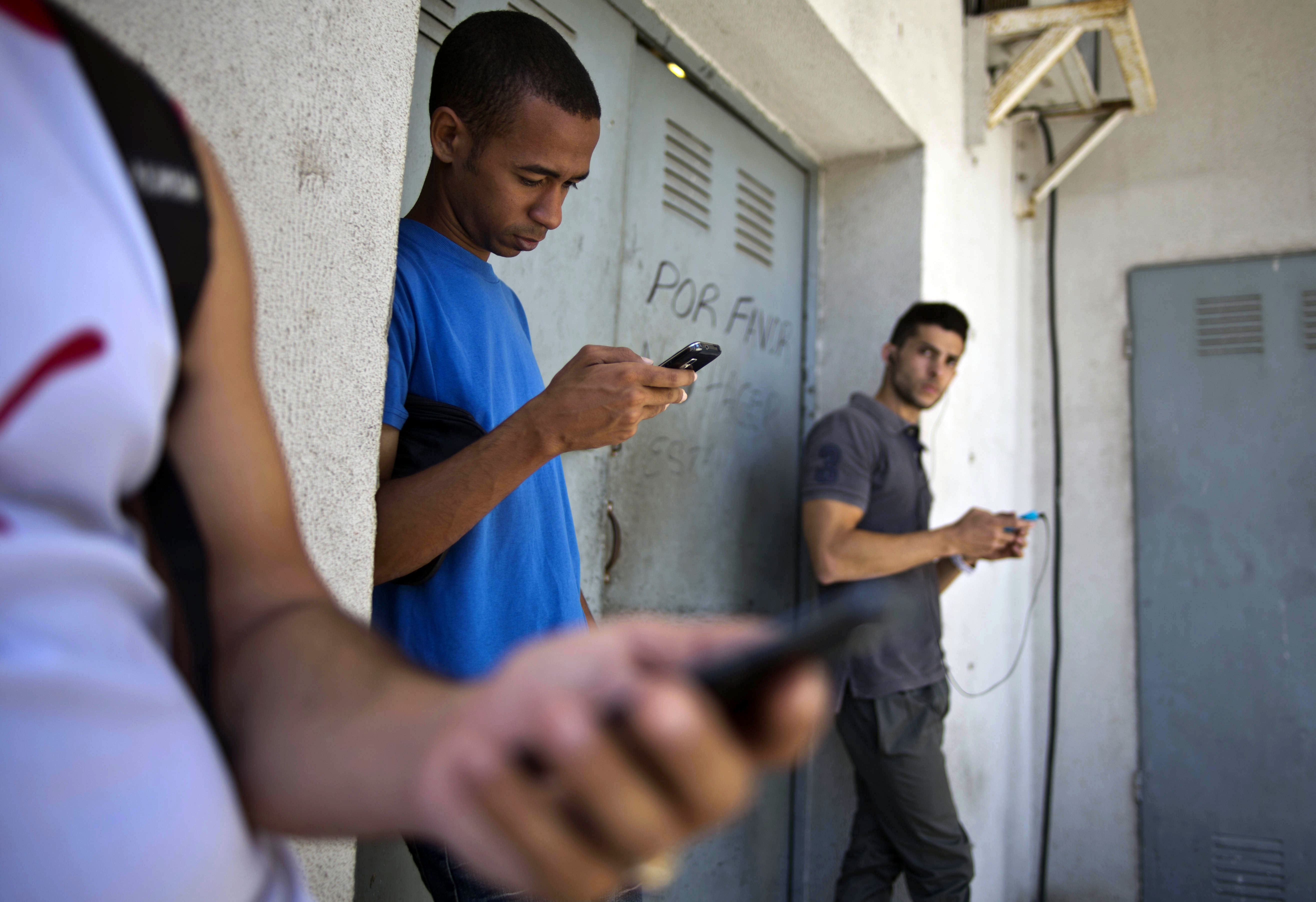 Sources: Google to give Cubans faster access to content