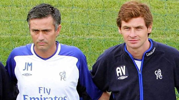Andre Villas-Boas with Jose Mourinho at Chelsea, 2004 (Reuters)
