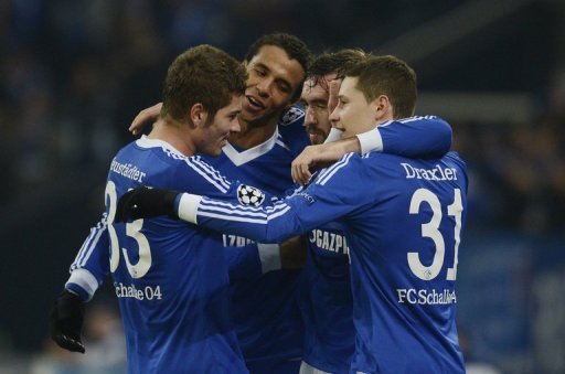 Schalke 04 hat den zweiten Matchball genutzt und vorzeitig das Achtelfinale der Fuball-Champions-League erreicht. Die Knigsblauen bezwangen den griechischen Rekordmeister Olympiakos Pirus 1:0 (0:0) und sind in der Gruppe B nicht mehr von einem der ersten beiden Pltze zu verdrngen