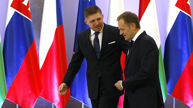Poland's Prime Minister Donald Tusk (R) and his Slovakian counterpart Robert Fico (Reuters)