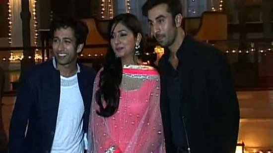 EXCLUSIVE:Ranbir Teaching 'Badtameez Dil' Dance Moves