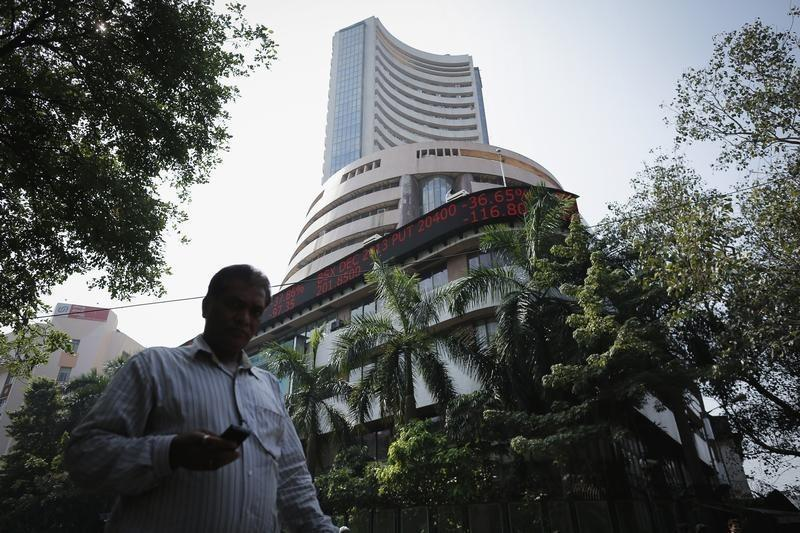 Sensex falls to 1-1/2 week low on earnings caution