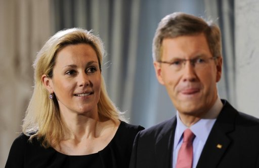 Der ehemalige Bundesprsident Christian Wulff und seine Frau Bettina gehen zu einem Therapeuten, um die Auswirkungen der Zeit vor seinem Rcktritt auf ihre Beziehung zu verarbeiten