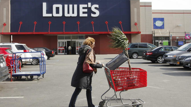 Lowe's 3Q net income climbs on fewer charges