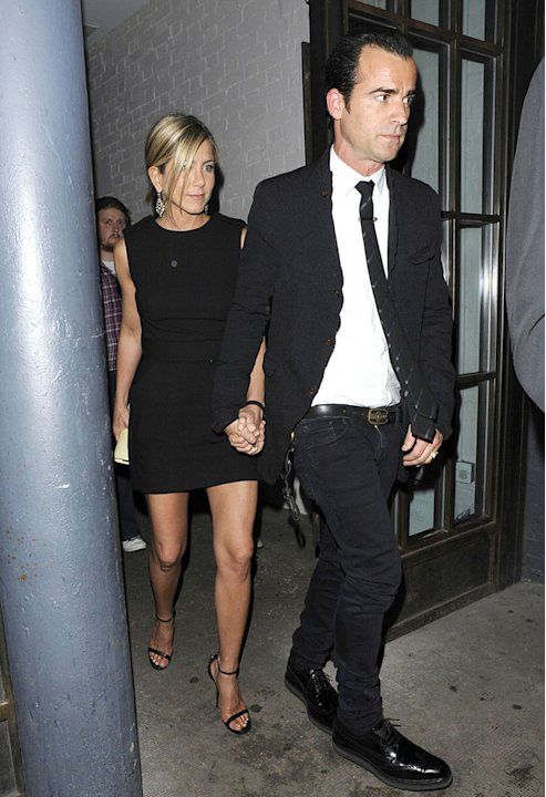 LOVED UP! Jennifer Aniston …