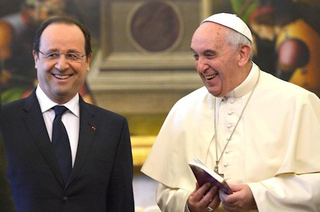 France's President Francois Hollande (L) has a private audience with Pope Francis on January 24, 2014 at the Vatican