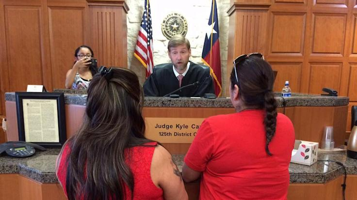 Gay couples in Texas begin obtaining marriage licenses