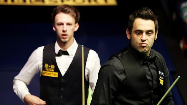Ronnie O'Sullivan and Judd Trump at the Crucible (Reuters)