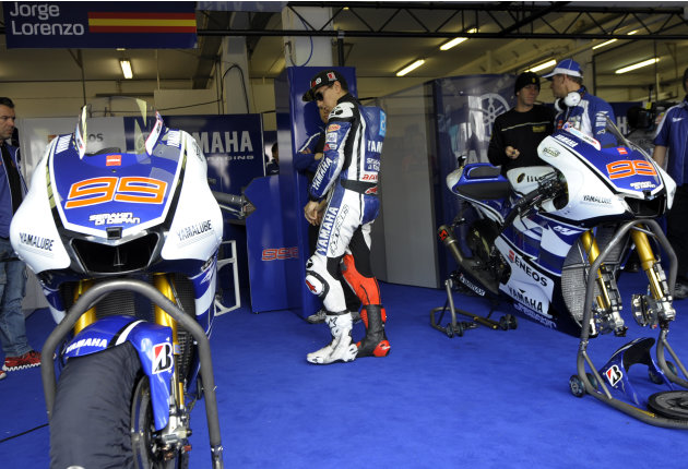 Yamaha Factory Racing team's rider Spaniard Jorge Lorenzo looks at his bike in the pits before the start of the Moto GP free practice 3 of the Portuguese Grand Prix in Estoril, outskirts of Lisbon, on