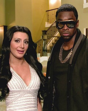 Kim Kardashian & Kanye West Impersonators Spoof Trayvon Martin Death On SNL
