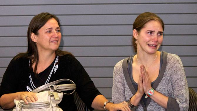 Amanda Knox Returns Home To Seattle After Italian Court Overturns Her Murder Conviction
