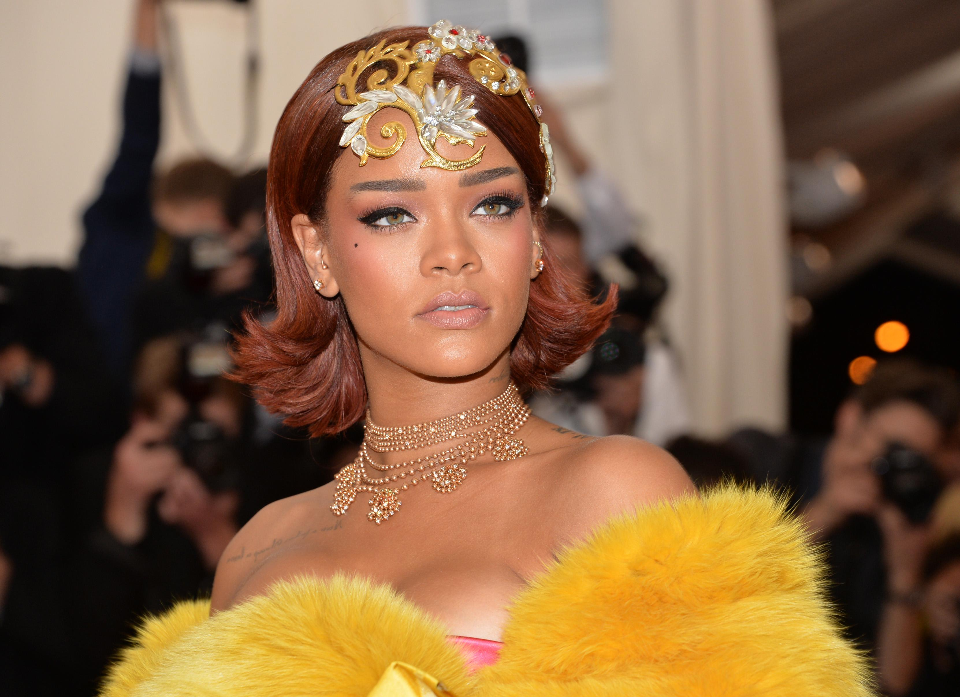 Rihanna in queen's garb shuts down Met Gala carpet