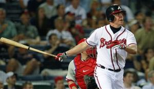 Jones' HR in 11th lifts Braves past Phils 15-13