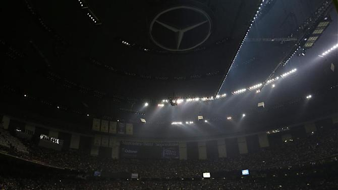 Players huddle on the field during a Superdome power outage in the second half of the NFL Super Bowl XLVII football game between the San Francisco 49ers and the Baltimore Ravens, Sunday, Feb. 3, 2013, in New Orleans. (AP Photo/Mark Humphrey)