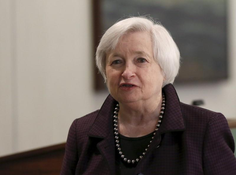 Fed's Yellen sees gradual rate hikes starting this year