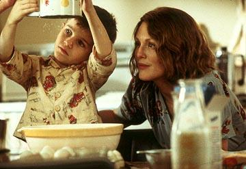 Jack Rovello as Richie and Julianne Moore as Laura in Paramount Pictures and Miramax Films' The Hours