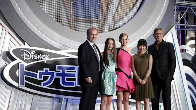 """Actors Clooney, Shida, Robertson, Cassidy, and director Bird pose during the Japan premiere of the movie """"Tomorrowland"""" in Tokyo"""