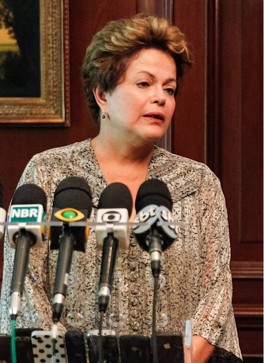 In this photo released by Brazil's Presidency, Brazil's President Dilma Rousseff, left,  speaks about a fire that swept through a crowded nightclub killing at least 245 people i a southern Brazil,  du