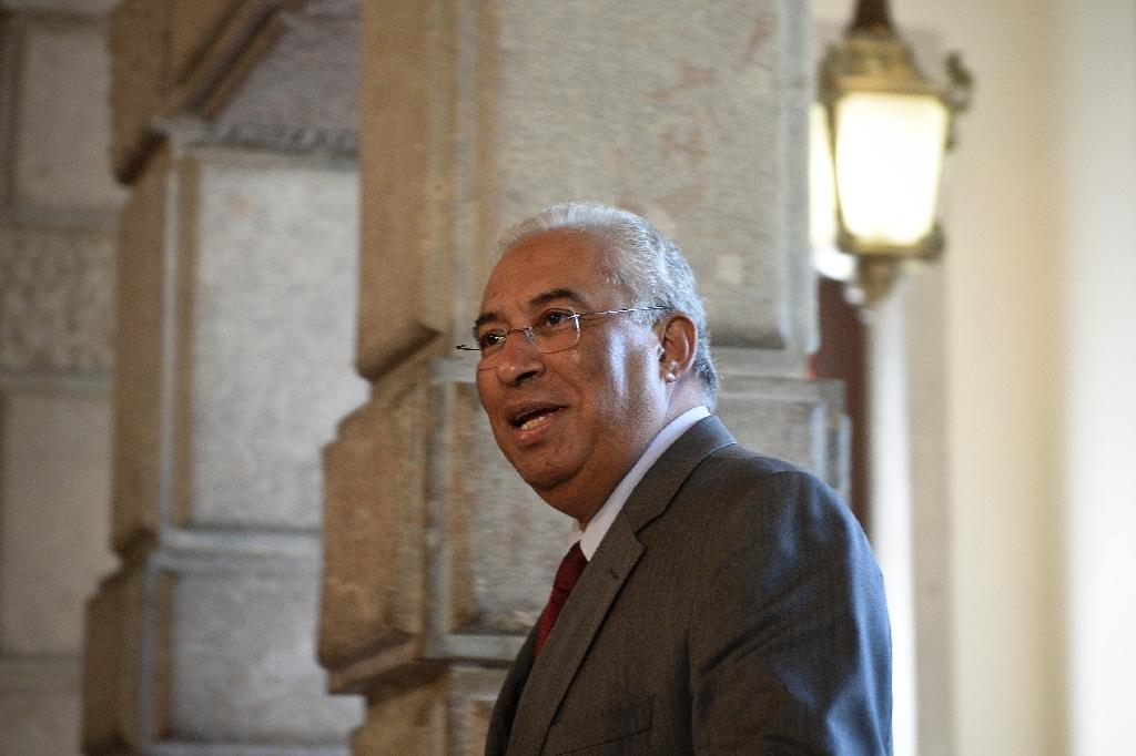 New Portugal PM forms government in delicate balancing act