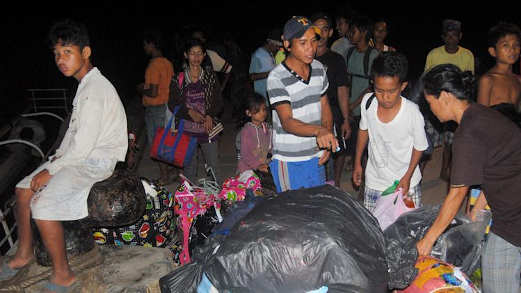 "Filipino residents of the Malaysian state of Sabah arrive with their belongings at the port of Jolo, the capital of Sulu province in southern Philippines early Monday, March 4, 2013 after fleeing Lahad Datu district of Sabah.  The brother of Sultan Jamalul Kiram of the Sultanate of Sulu has occupied a Malaysian village in Lahad Datu with about 200 of its ""Royal Army"" followers since Feb. 9. (AP Photo/Nickee Butlangan)"