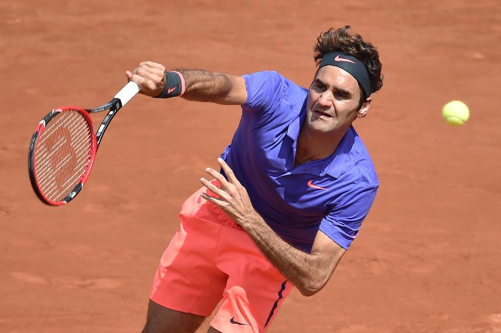 Federer eases into French Open third round