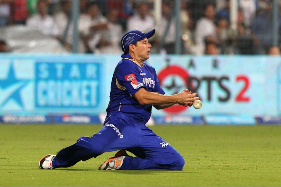 Brad Hodge fails to take the catch during the 2nd Qualifying match of the Pepsi Indian Premier League between The Rajasthan Royals and the Mumbai Indians  held at the Eden Gardens Stadium in Kolkata o