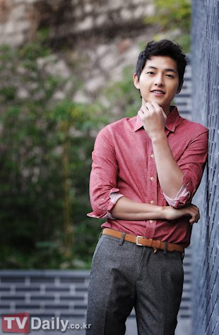 Actor Song Joong Ki voted as most wanted senior in college