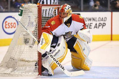 Roberto Luongo makes outstanding blocker save on Bruins