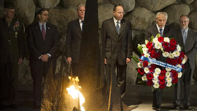 US Secretary of Defense Chuck Hagel places a wreath at the Hall of Remembrance as he tours Yad Vashem in Jerusalem, on April 21, 2013.  (AP Photo/Jim Watson, pool)