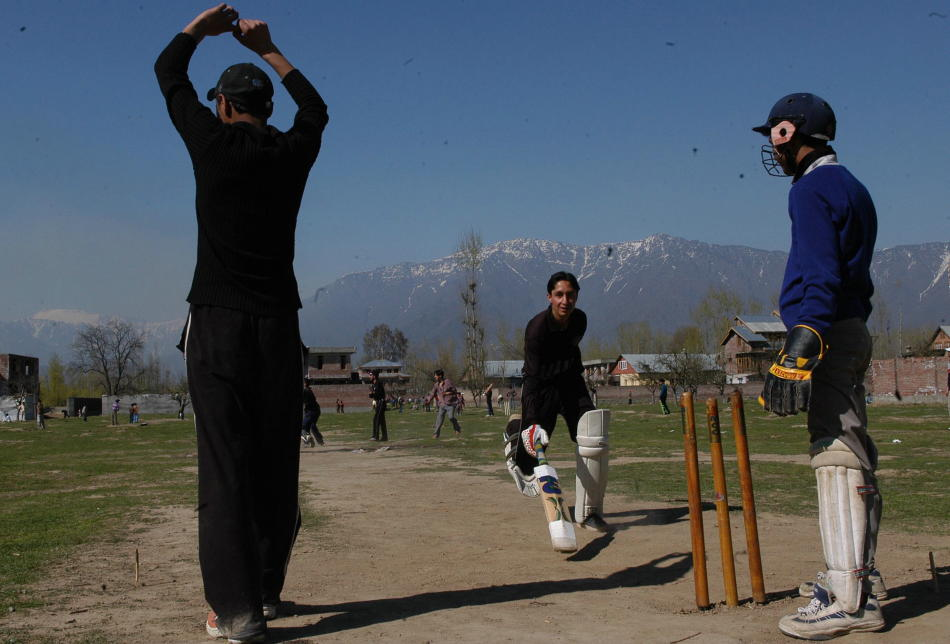Indian Kashmiri Children playing cricket in Srinagar, Jammu and Kashmir (LOC)