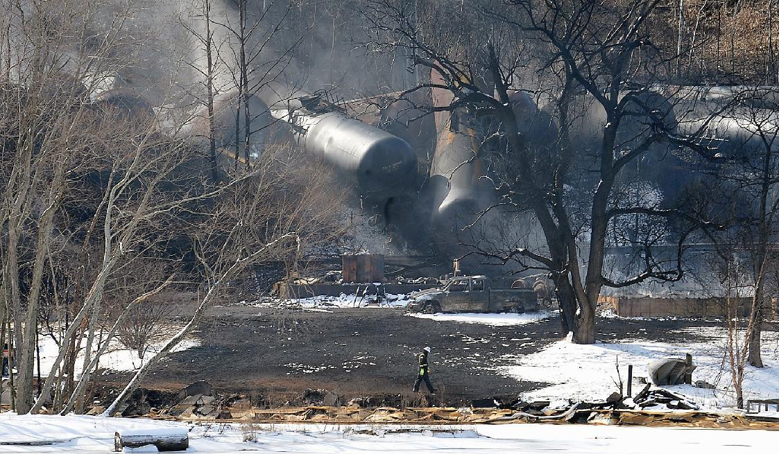 Oil train wrecks increase pressure for tougher safety rules