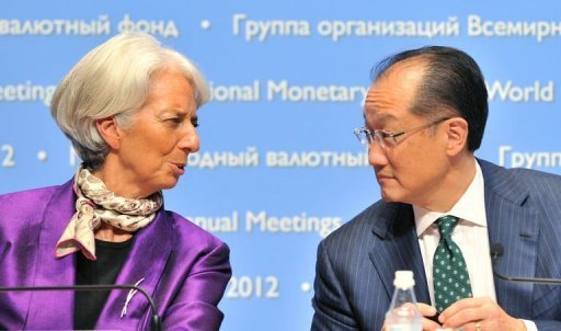 <p>IMF managing director Christine Lagarde (left) chats to World Bank Group president Jim Yong Kim during a press conference at the annual meetings of the IMF and the World Bank in Tokyo on October 13. Women could rescue Japan's chronically underperforming economy if more of them went to work, Lagarde said Saturday.</p>