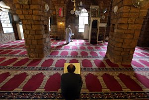 Lebanese men pray and read the Quran, the Muslim holy…