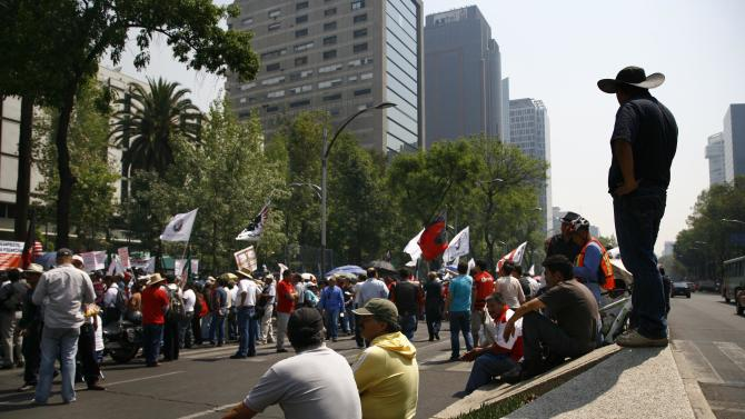 "Demonstrators protest outside the U.S. embassy before the arrival of President Barack Obama in Mexico City, Thursday, May 2, 2013. The protesters are from an organization that represents people who used to be part of a workers program between Mexico and the U.S. called ""Braceros,"" members of the Mexican Union of Electricians (SME) and pro-migrant groups.  (AP Photo/Marco Ugarte)"