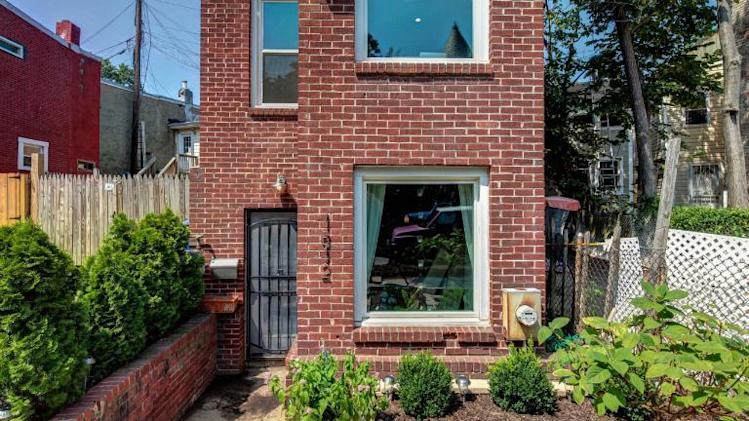 Photo tour: An ultra-narrow house in D.C. exterior yard