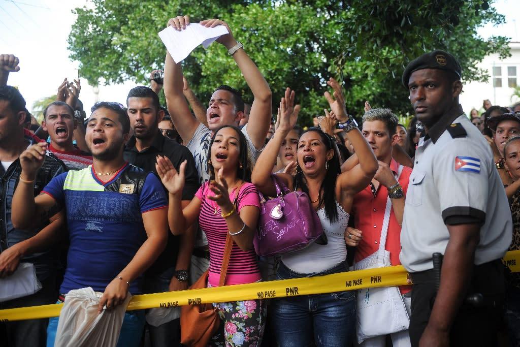 Angry Cubans protest at Ecuador visa rule