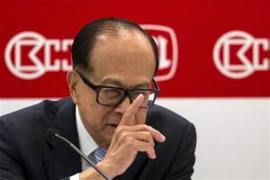 Hutchison Whampoa Chairman Li Ka-shing reacts during a news conference announcing the company's annual results in Hong Kong