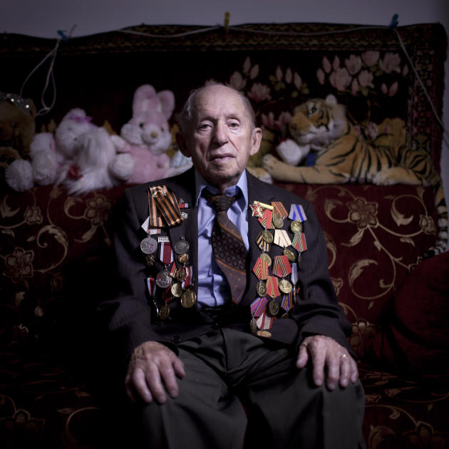 In this photo made Friday, April 12, 2013, Soviet Jewish World War Two veteran Tchudnovsky Itzhak poses for a portrait at his house in the southern Israeli city of Ashkelon. Tchudnovsky joined the Red