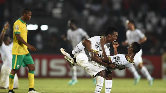 Ghana's defenders John Boye and Harrison Afful (R) celebrate after winning their 2015 African Cup of Nations group C football match against South Africa, in Mongomo on January 27, 2015